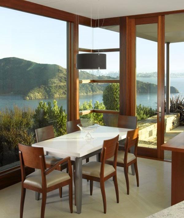 Лучше, конечно, заказать профессиональное остекление лоджий или балконов, тогда балкон или лоджия станет полноценным жилым помещением, которое можно будет обставить с дизайнерским вкусом и оригинальностью.